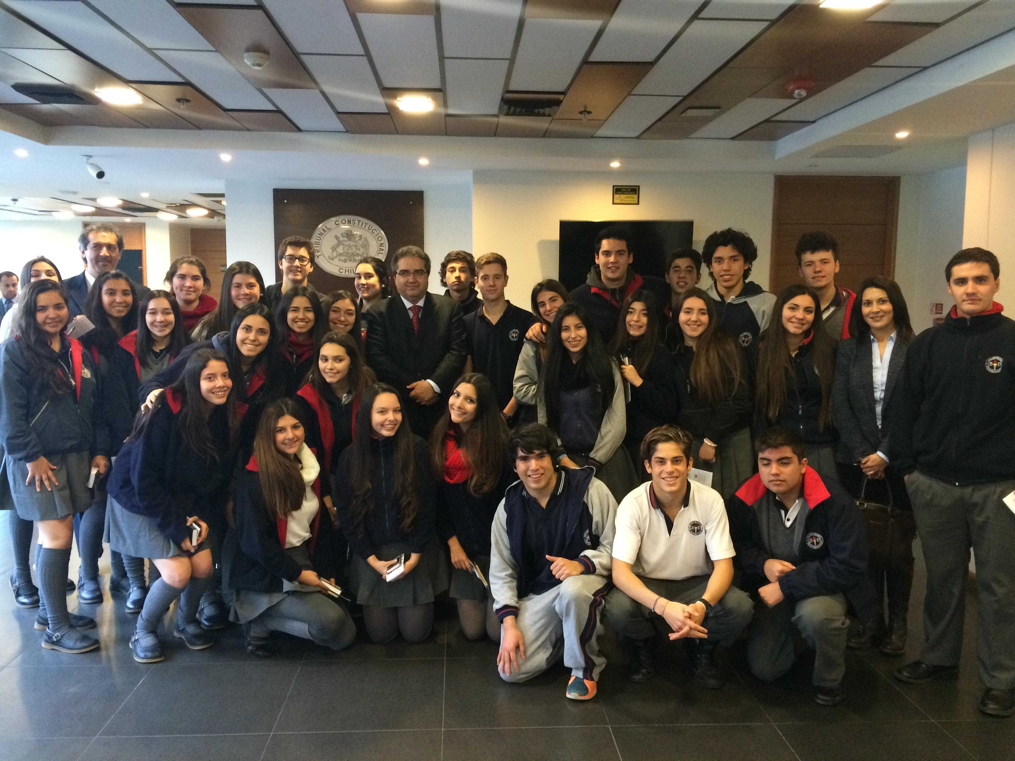Alumnos del colegio Saint Dominic, de Viña del Mar, visitan el Tribunal.