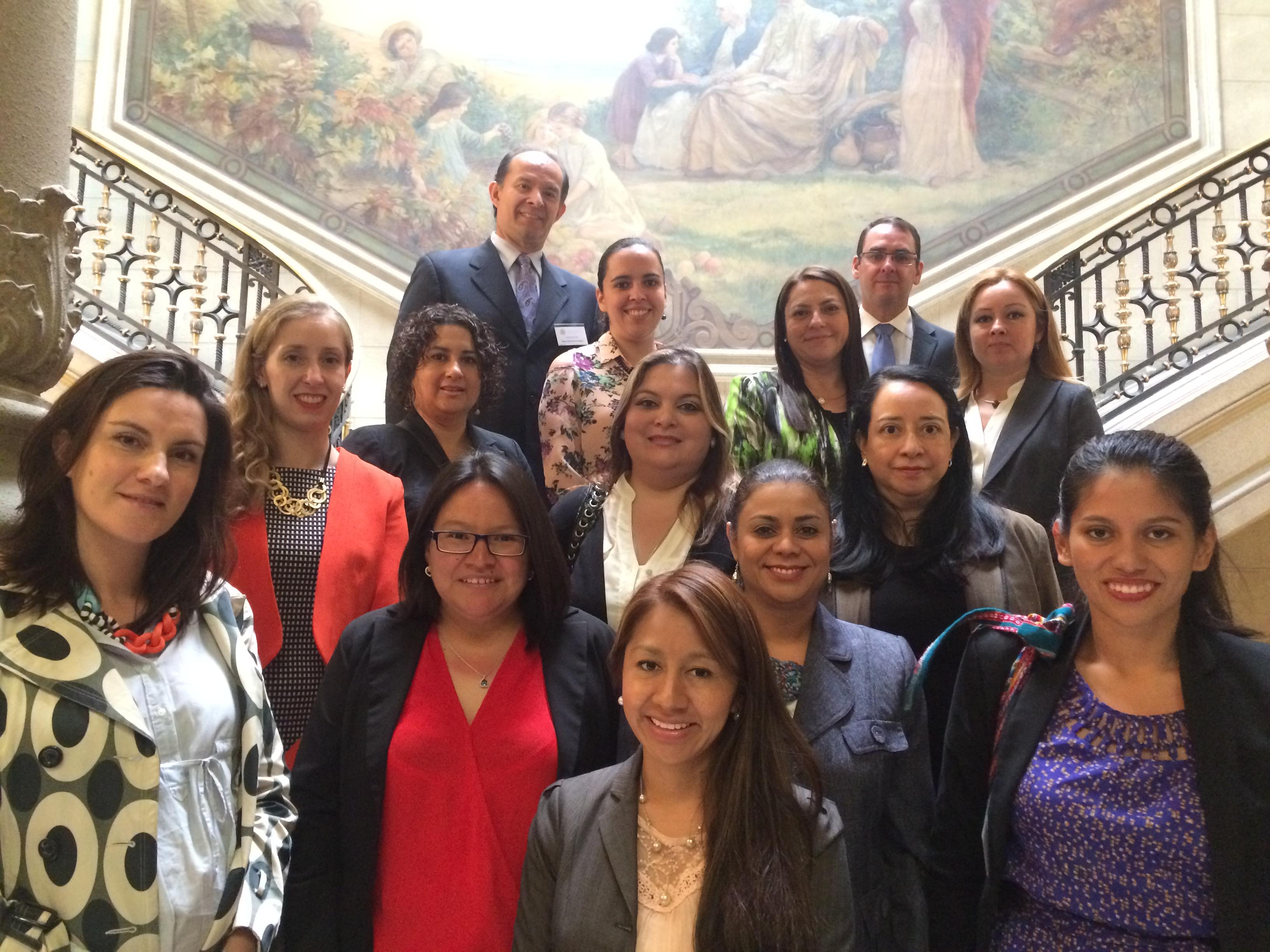 Estudiantes nacionales y extranjeros de postgrado visitan el Tribunal Constitucional