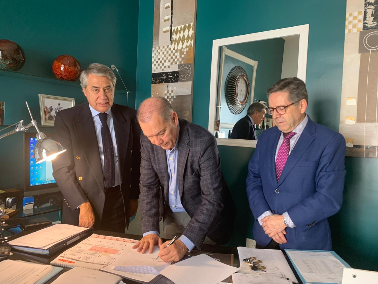 Ministros señores Cristián Letelier Aguilar y Nelson Pozo Silva firman pre convenio con representante de Universidad de Bolonia para América Latina