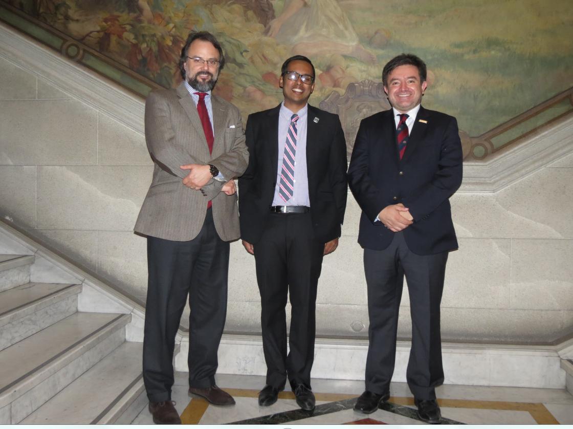Profesores de la Facultad de Derecho de la Universidad de California Davis, doctores Shayak Sarkar y Jorge Rojas visitaron el Tribunal