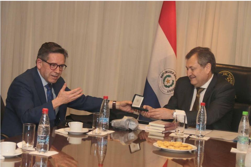 Ministro Nelson Pozo Silva participa en Encuentro Internacional y se reúne con el Pleno de la Corte Suprema de Justicia del Paraguay