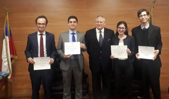 Alumnos de Derecho de la Universidad de los Andes y de la Universidad Alberto Hurtado, que realizaron pasantía en el Tribunal Constitucional, culminan proceso y reciben sus certificados