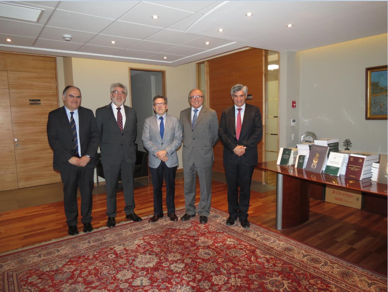 Decanato de la Facultad de Derecho y Ciencias Sociales de la Universidad de Valparaíso visita el Tribunal